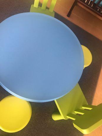 Mesa, cadeiras e bancos criança IKEA