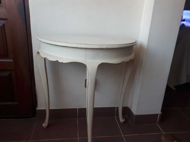 Vendo mesa meia-lua antigadecape 70 cm de altura e 60 cm de largura