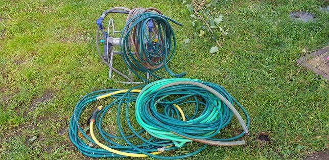 Wąż ogrodowy z kołowrotkiem i mosiężnym pistoletem do podlewania