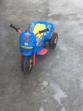 Triciclo a bataria de carregamento