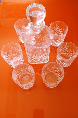Vendo copos e garrafa de cristal