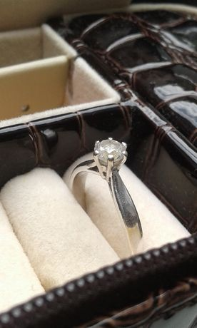 Кольцо белое золото, вставка цирконий 0714570200