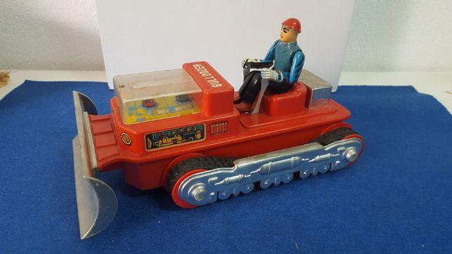 Antigo brinquedo em chapa e plastico buldozer a funcionar