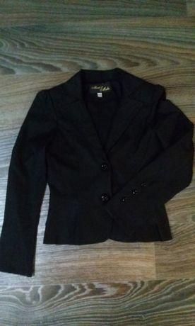 Пиджак школьный для девочки на рост 128-134 см в идеальном состоянии