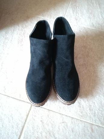 Botas novas pretas