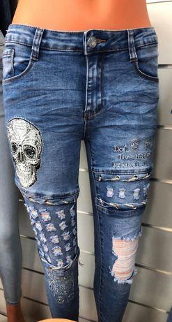 Czaszkowe jeansy-rozne rozmiary.