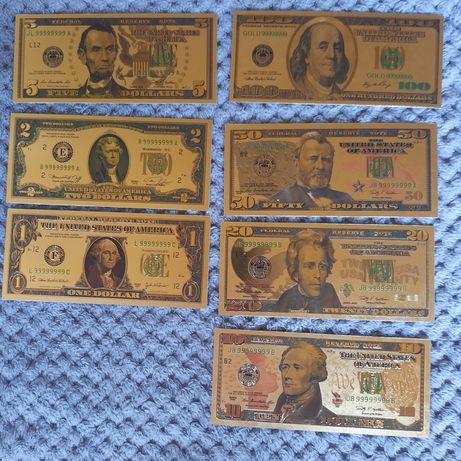 Monety Bitcoin i Złote banknoty Euro i Dolary
