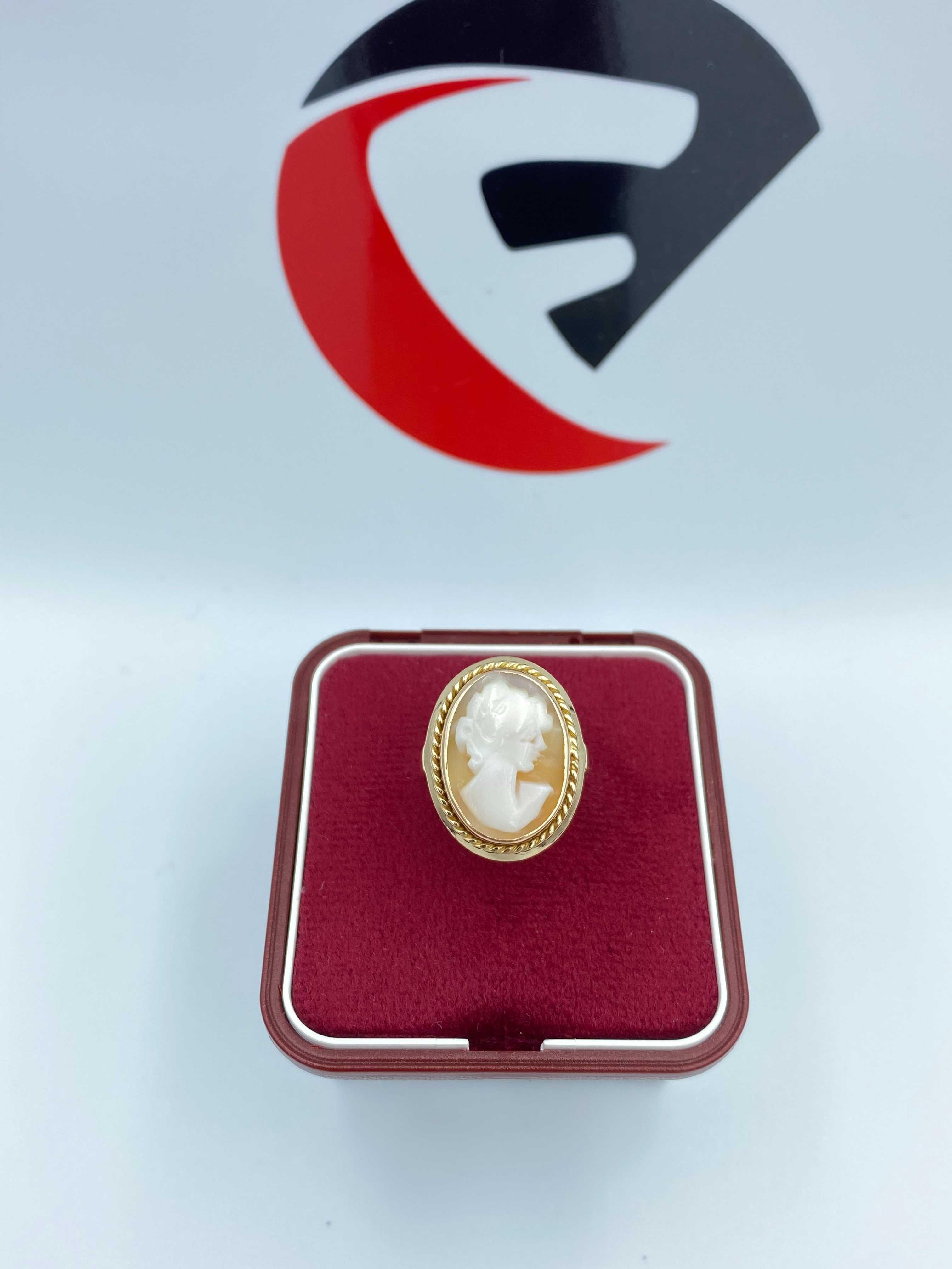 Złoty pierścionek Kamea