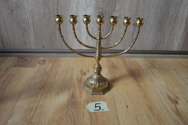 Mosiężna menora, świecznik żydowski. Duża, sprowadzona ze Szwecji.