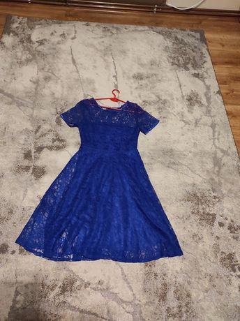 Piękna koronkowa sukienka midi M/L