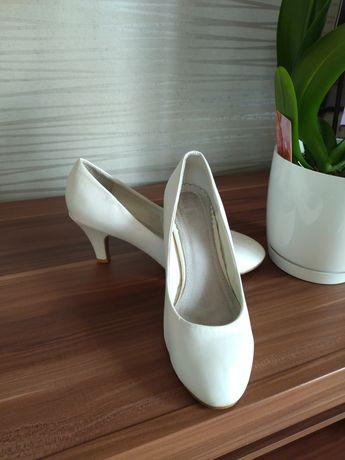 Buty ślubne obcasy