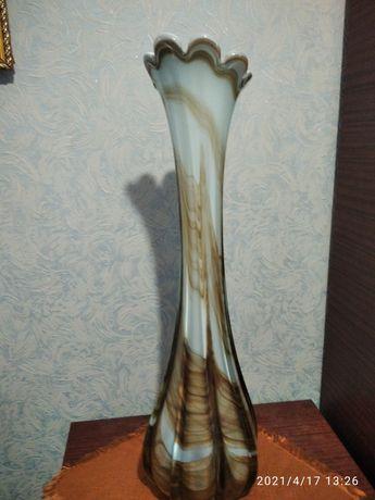 Напольная стеклянная ваза