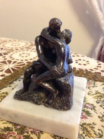 """""""Pocałunek"""" August Rodin- miniaturka rzeźby, prezent na Walentynki"""