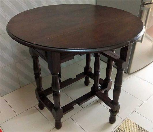Mesa redonda de abas em madeira