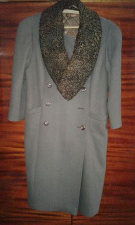 Пальто женское каракулевый воротник