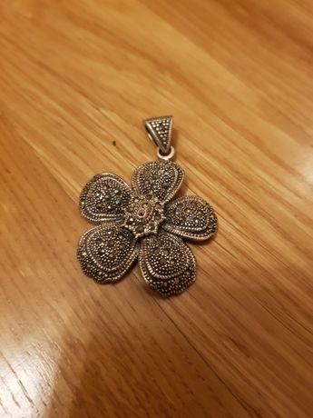 Zawieszka srebrna z markazytami kwiat