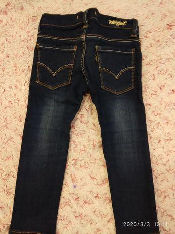 Продам джинсы на девочку Levis