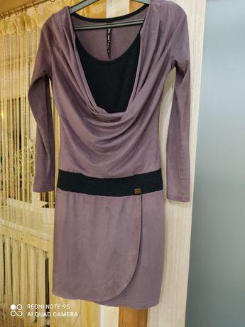 Платье женское. Размер s. 600 руб.