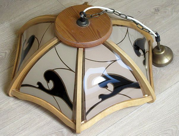 Lampa wisząca, piękny klasyczny wzór, szklane segmenty w drewnie.