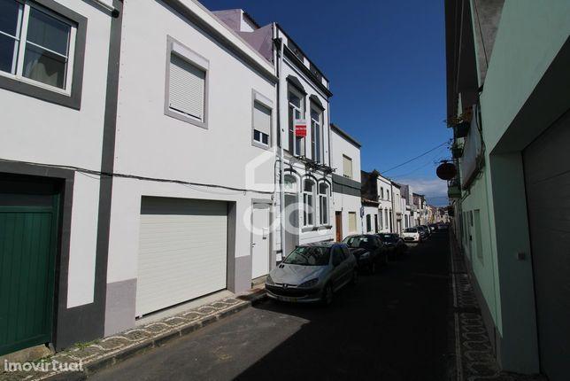 Moradia de 5 Quartos - São José - Ponta Delgada