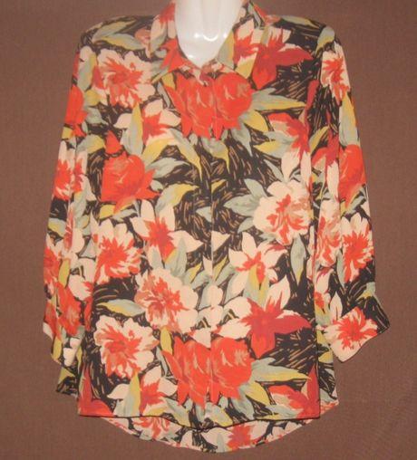 Блузка цветная 44 р р на пуговичках. Фирма – Zara.