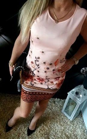 Elegancka sukienka pudrowa kwiaty L