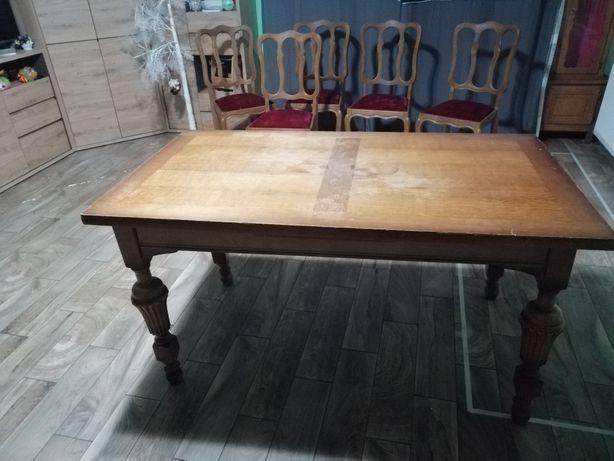 Krzesła z stolem