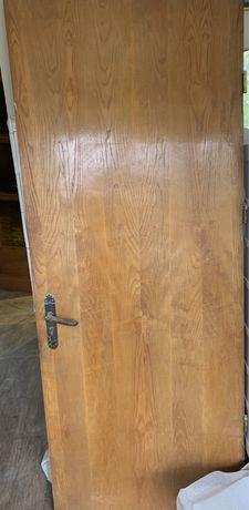 Двері дубові вхідні