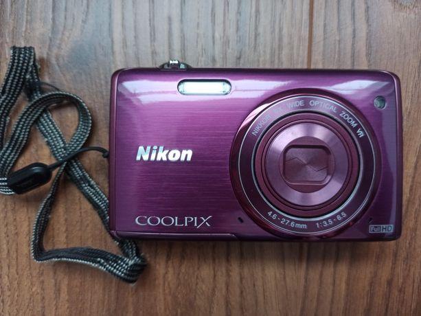Nikon COOLPIX S5200 + futerał + karta 8 GB