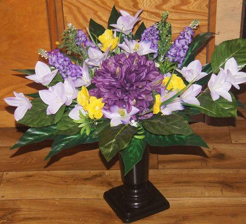 Stroik bukiet kwiatów na grób we flakonie