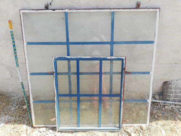 Janela e vidraça em ferro. 1m X 1m e 2.5m X 2.5m