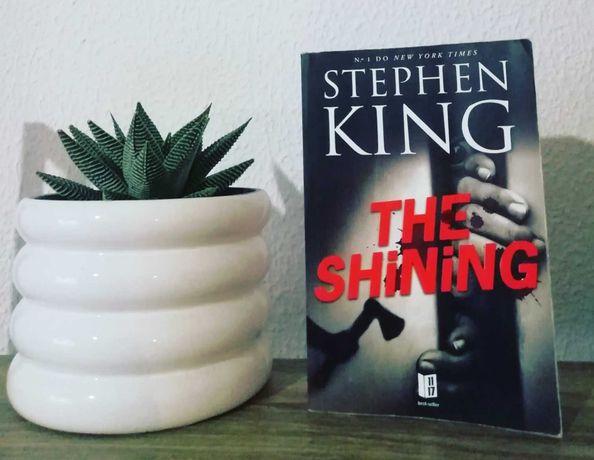 "Livro ""The Shining"" de Stephen King"