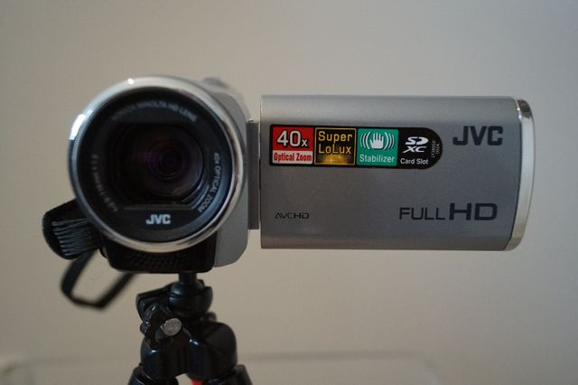 Kamera JVC full hd GZ-E100SE