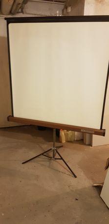 Ekran projekcyjny 125x125 stan idealny
