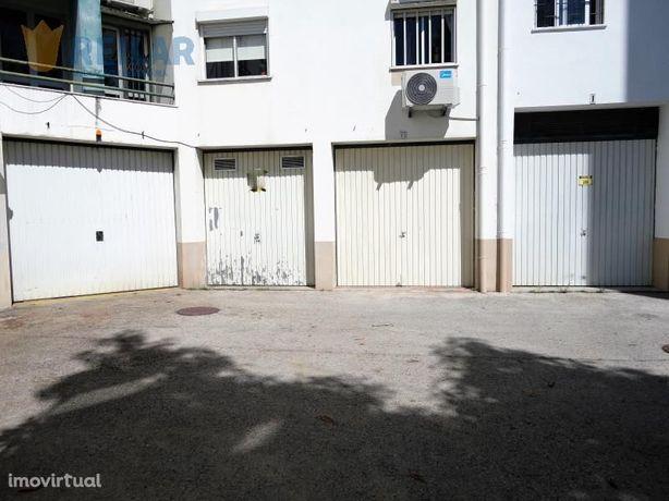 Vialonga - Garagem 29 m2 - € 23.500
