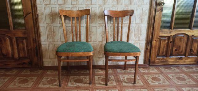 Продам деревянные стулья ,в наличии 8 шт.