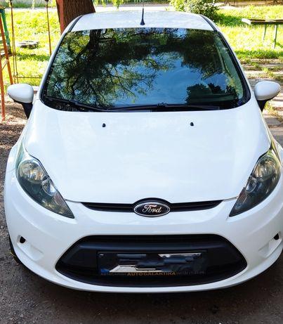 Продам Ford Fiesta (белая)