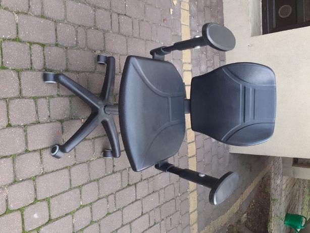 Laboratoryjne krzesło obrotowe