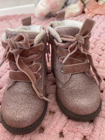 Продаються дитячі черевички H&M