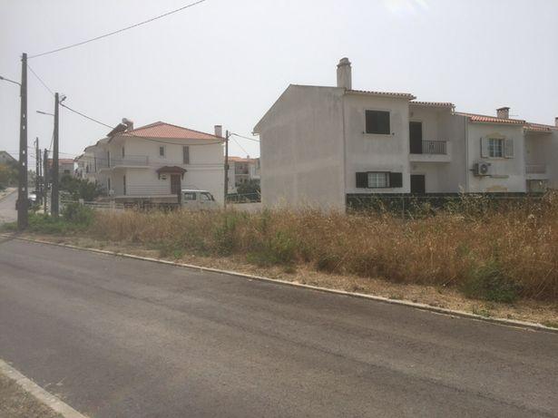 Terreno urbano de gaveto (351 m2) - SESIMBRA (perto da praia)