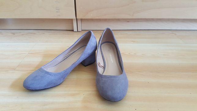 Sandálias de salto baixo (NOVAS)