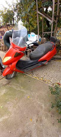 Продаю скутер (китаец)