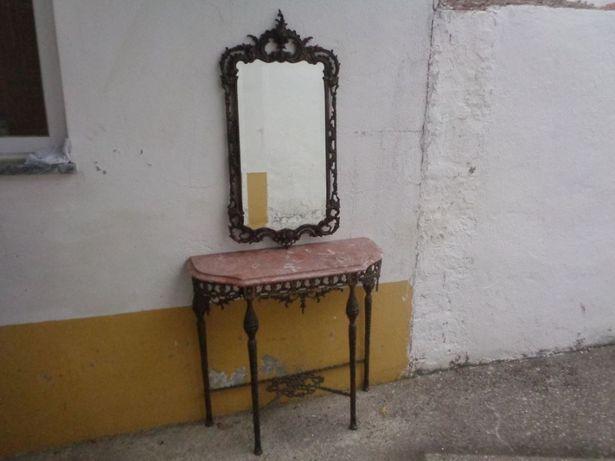 Mesa com espelho