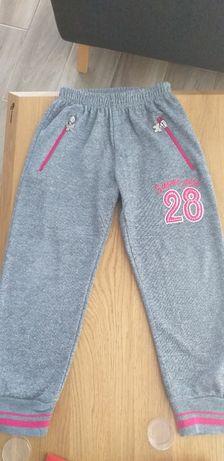 Spodnie dresowe r. 122/128