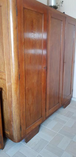 Zabytkowa szafa dębowa trzydrzwiowa