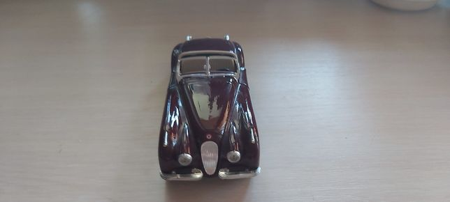 Колекционый Jaguar xk 1/24 ручной зборки