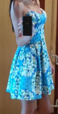 Sukienka rozkloszowana - w kwiaty - S