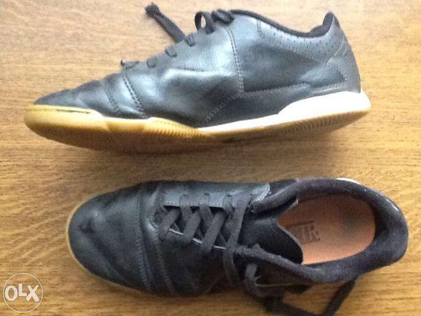 Buty halowe halówki dziecięce młodzieżowe Nike rozm. 37,5 23,5 używane