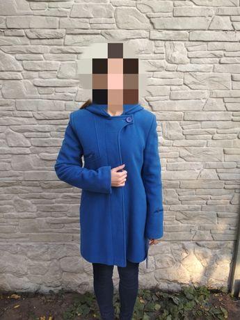 Теплое яркое шерстяное пальто 80% шерсть