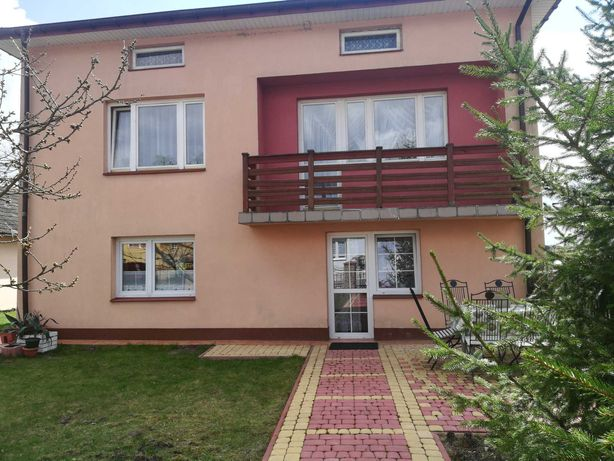 Ładny dom z bardzo dużą działką w Teofilowie